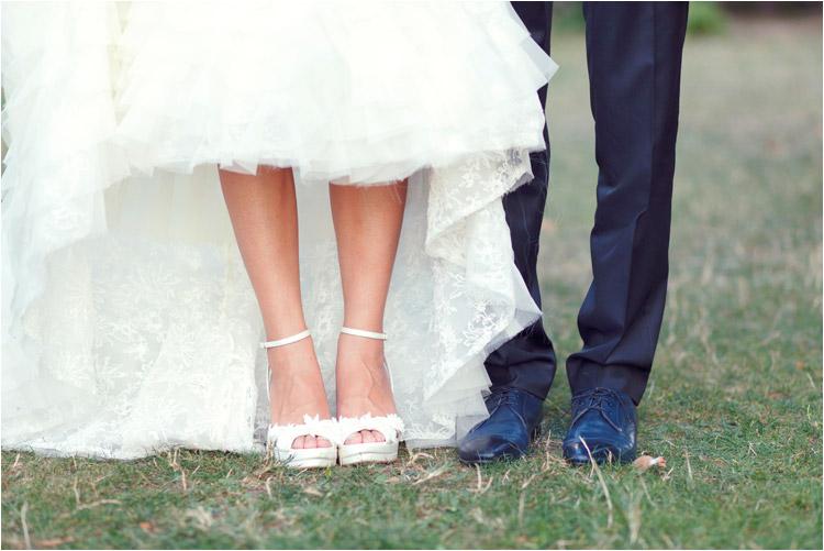 photographe mariage château mauriac tarnles chaussures des maries