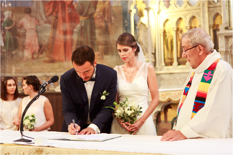 Les maries signent le registre