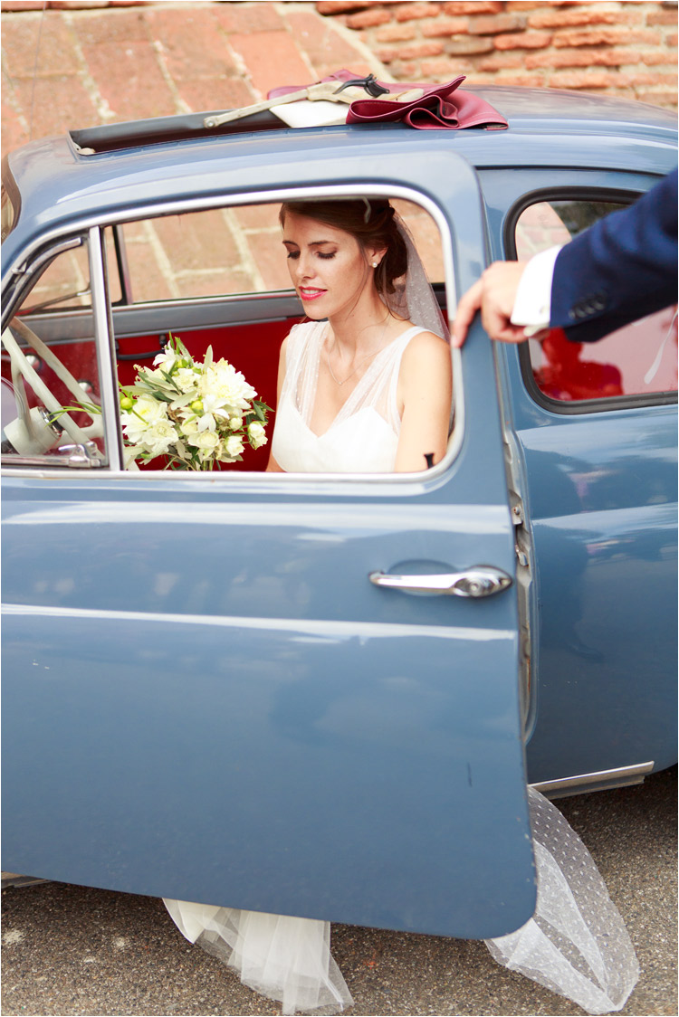La marié dans la voiture ancienne