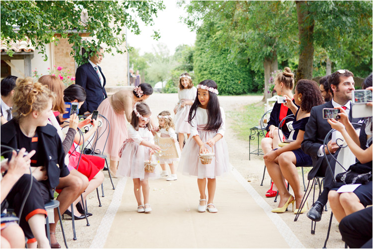 Petites filles d'honneur au mariage
